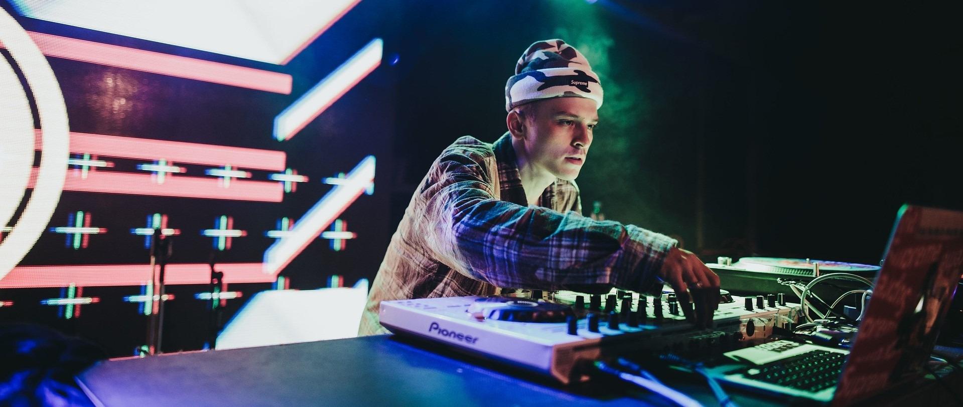 Auch DJ's sind Künstler, die in Deutschland in der Künstlersozialkasse zu versichern sind.
